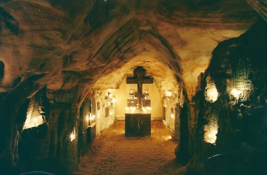 Pskovo-Pecherskiy Monastery_peshyeri